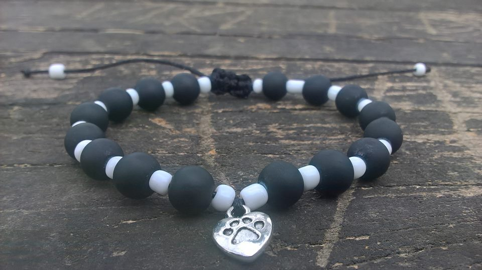 Handmade black-white dog paw beads bracelet