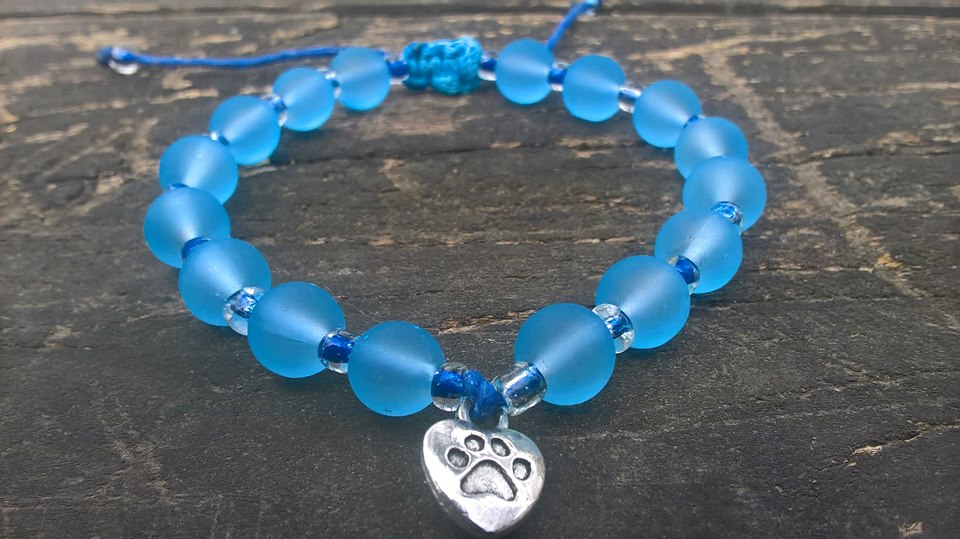 Handmade blue dog paw beads bracelet